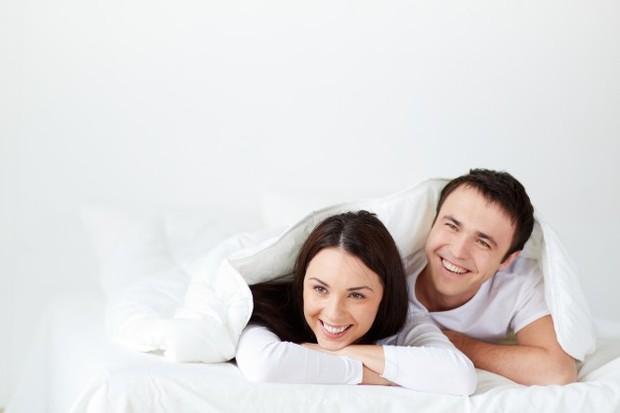 Saat anak tidur adalah waktu yang tepat untuk orangtua menghabiskan waktu berdua. Kamu bisa menggunakan waktu tidur siang atau tidur malam anak.