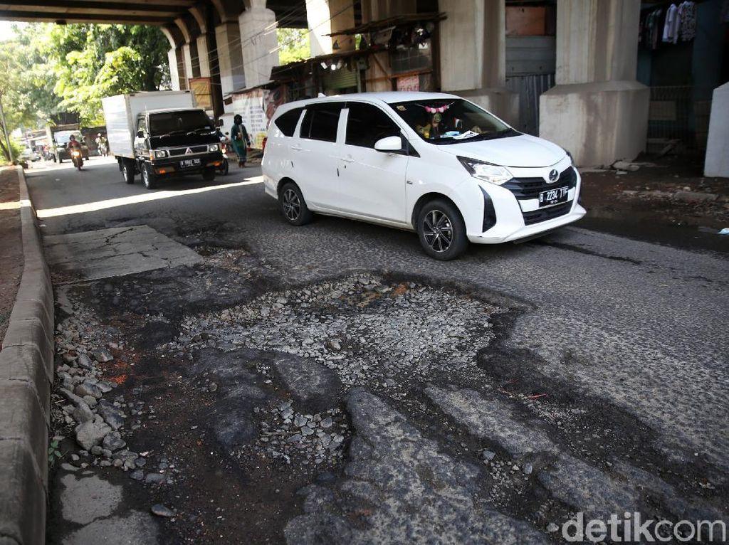 Kerusakan Jl I Gusti Ngurah Rai Dekat Stasiun Cakung Bakal Diperbaiki