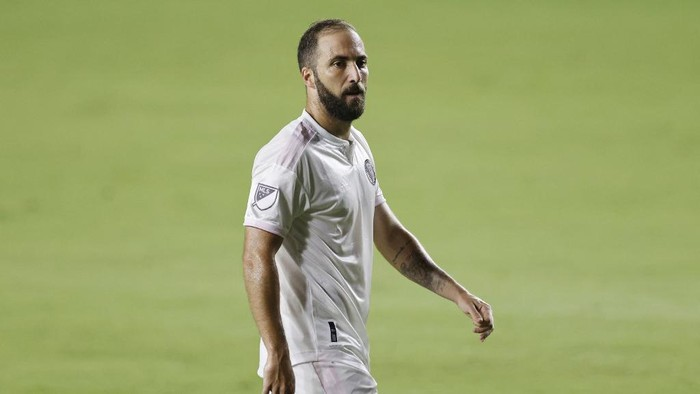 FORT LAUDERDALE, FLORIDA - OCTOBER 03: Gonzalo Higuain #9 of Inter Miami CF looks on during his home debut against New York City FC at Inter Miami CF Stadium on October 03, 2020 in Fort Lauderdale, Florida.   Michael Reaves/Getty Images/AFP (Photo by Michael Reaves / GETTY IMAGES NORTH AMERICA / Getty Images via AFP)