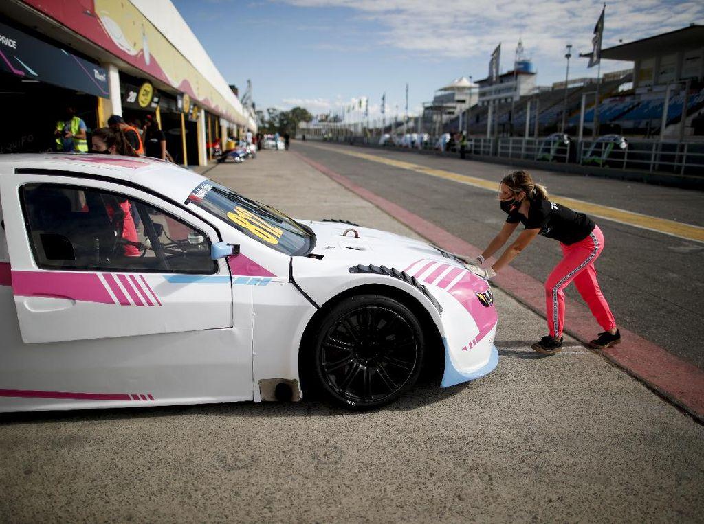 Ini Dia Tim Wanita Pertama di Balap Mobil Argentina