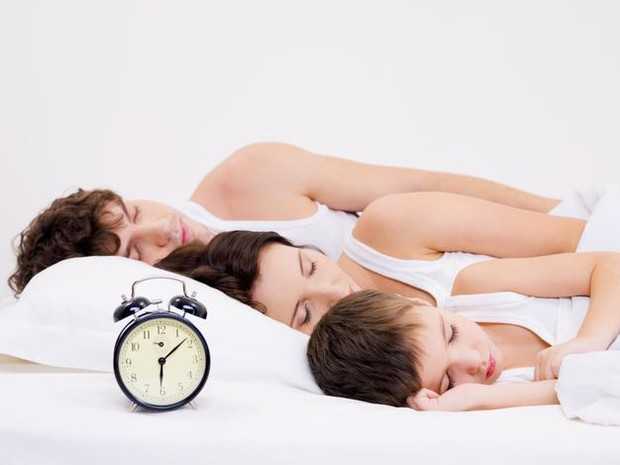 Di beberapa bulan atau bahkan tahun pertama kelahiran si kecil, sebagian pasangan mungkin akan kebingungan mencari celah dan cara untuk bisa melakukan hubungan seks tanpa mengganggu tidur anak.
