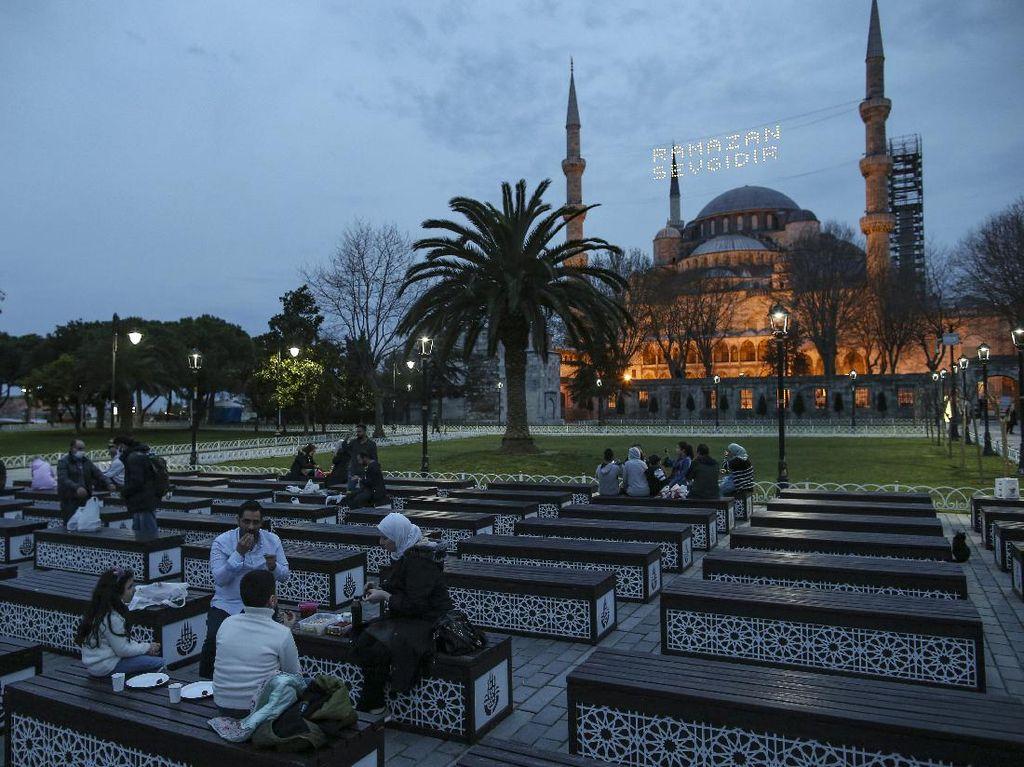 Masjid Biru-Hagia Sophia Jadi Spot Ngabuburit Favorit di Turki