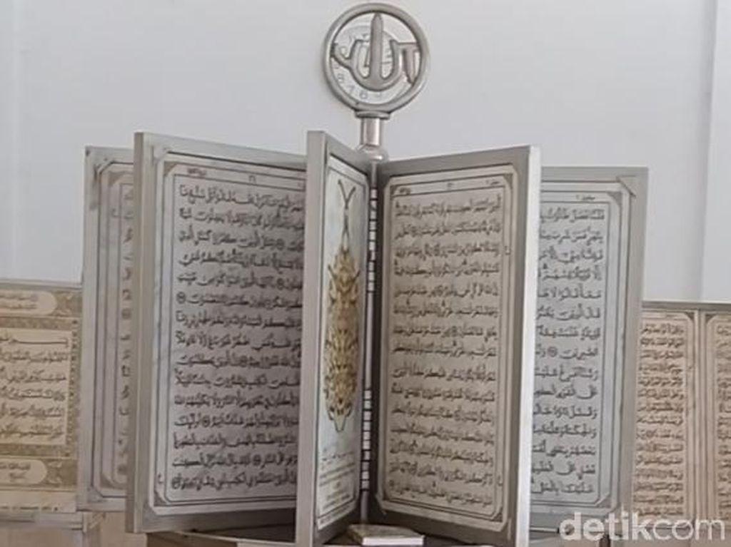 Menengok Pembuatan Mushaf Al-Quran dari Marmer 14 Ton di Pekalongan