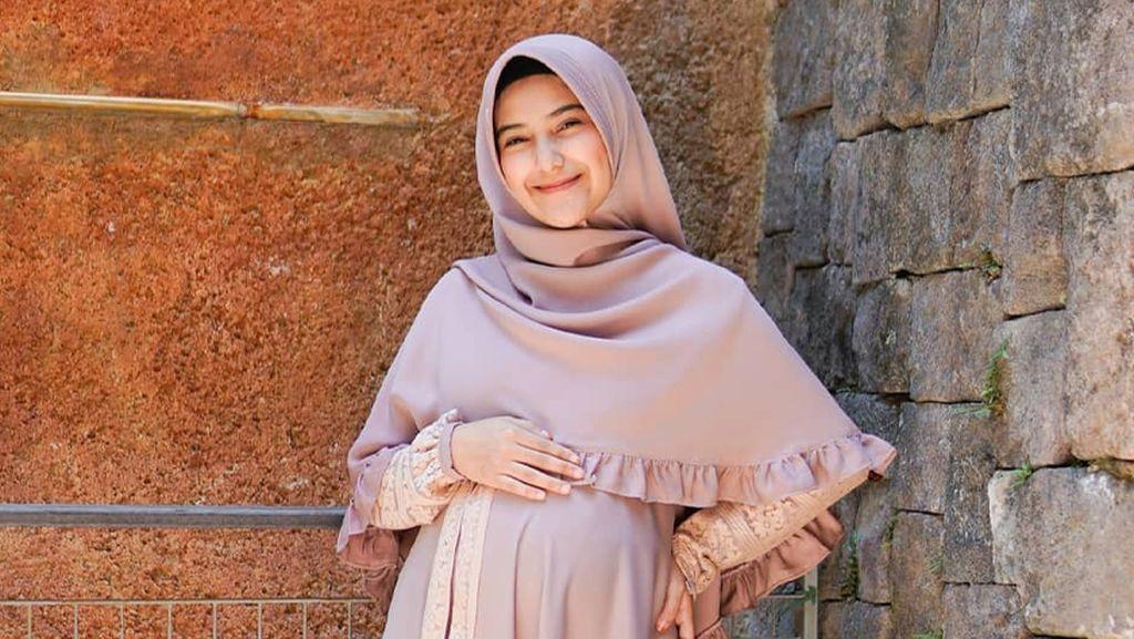 8 Foto Nadya Mustika Rahayu saat Hamil Hingga Melahirkan Dalam Kondisi Covid