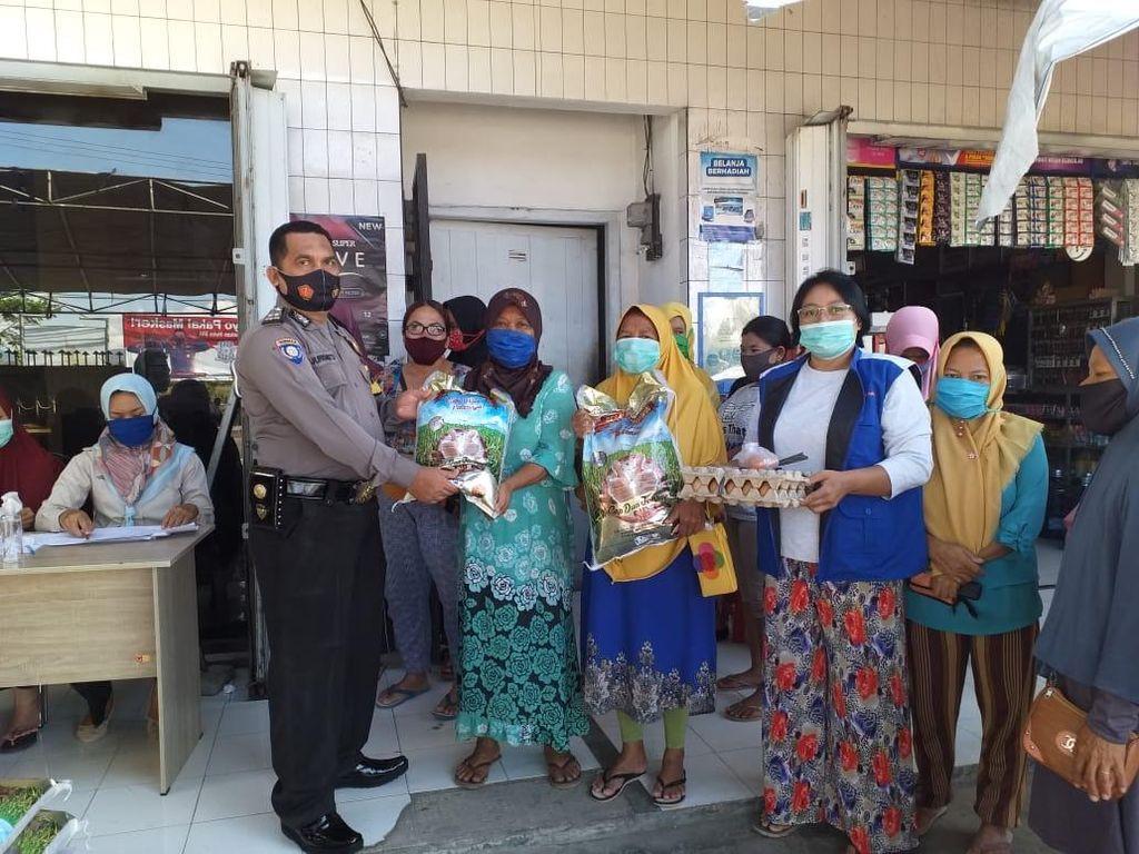 Sukseskan Kampung Sehat 2 NTB, Polisi Monitor Bantuan PKH di Sumbawa