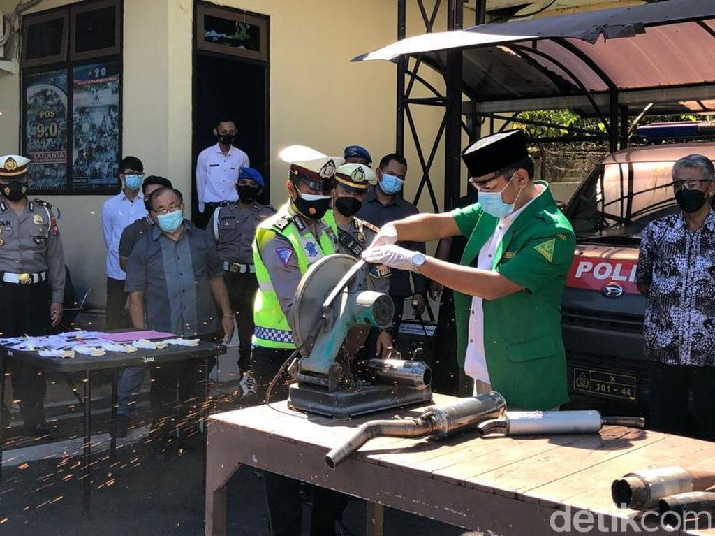 2,5 Ton Miras Digilas dan Puluhan Knalpot Brong Dipotong di Banyuwangi