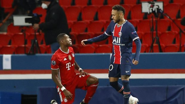 Soccer Football - Champions League - Quarter Final Second Leg - Paris St Germain v Bayern Munich - Parc des Princes, Paris, France - April 13, 2021 Paris St Germain's Neymar with Bayern Munich's David Alaba after the match REUTERS/Christian Hartmann
