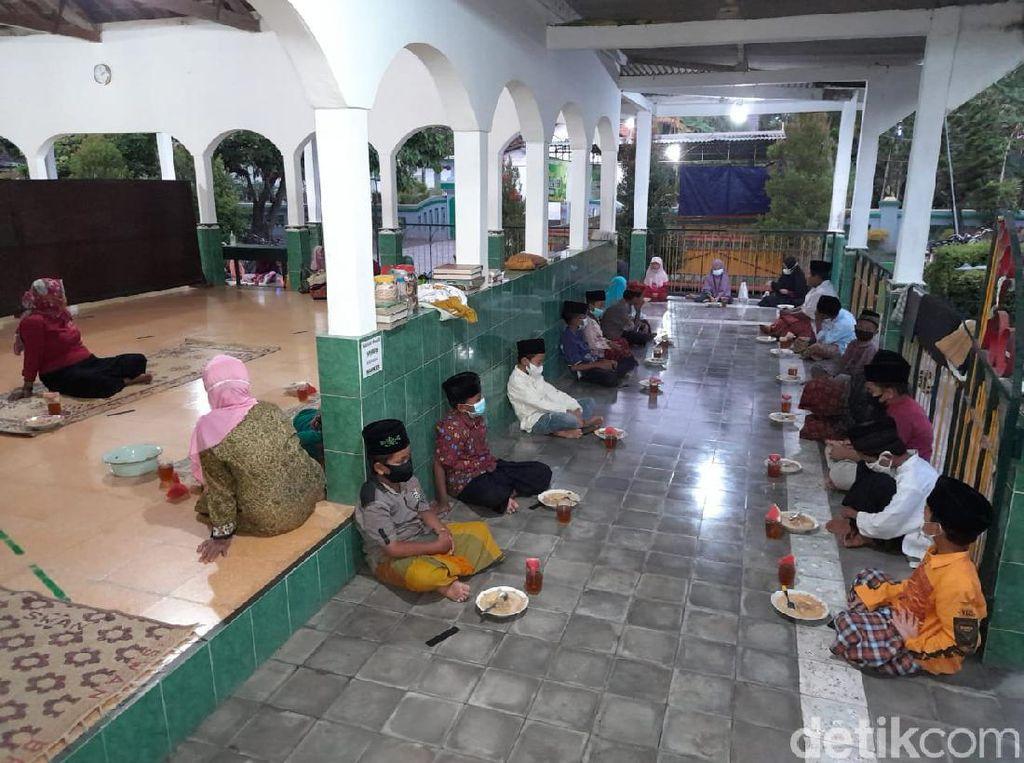 Sedap! Masjid di Bantul Ini Sajikan Bubur Lodeh untuk Menu Berbuka Puasa