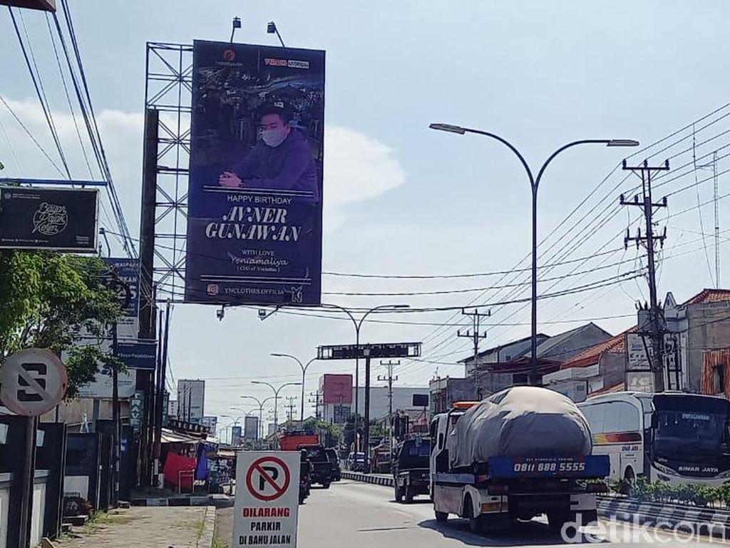 Nggak Kaleng-kaleng! Wanita Brebes Ini Ucapkan Ultah ke Pacar di Baliho