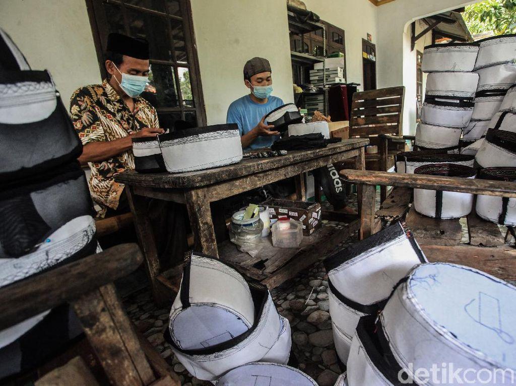 Berkah di Bulan Suci, Permintaan Peci Meningkat Meski Pandemi