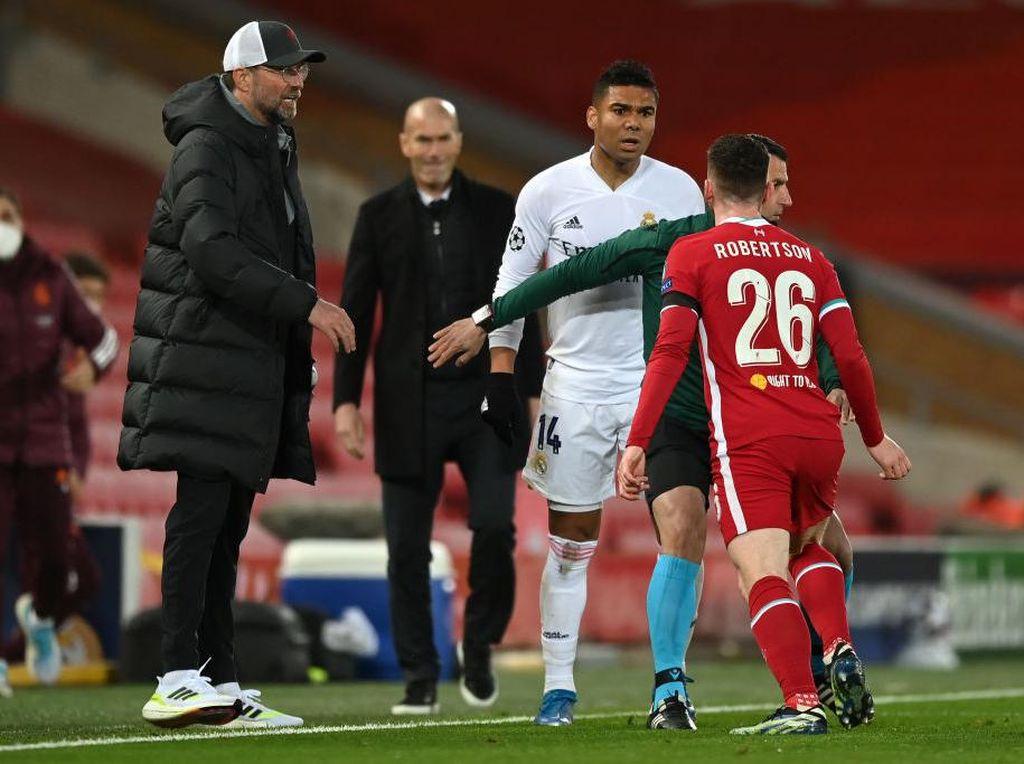 Detik-detik Casemiro Ribut sama Robertson, Bikin Zidane Nyengir?