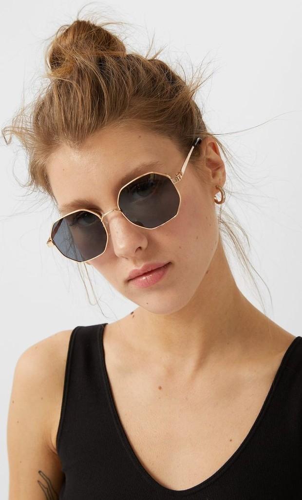 Kacamata dengan bentuk geometric, seperti triangles, squares dan hexagons akan menguasai kacamata hitam untuk musim panas 2021.