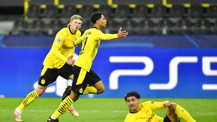 Dortmunds Jude Bellingham celebrates after scoring his sides first goal during the Champions League quarterfinal second leg soccer match between Borussia Dortmund and Manchester City at the Signal Iduna Park stadium in Dortmund, Germany, Wednesday, April 14, 2021. (AP Photo/Martin Meissner, Pool)