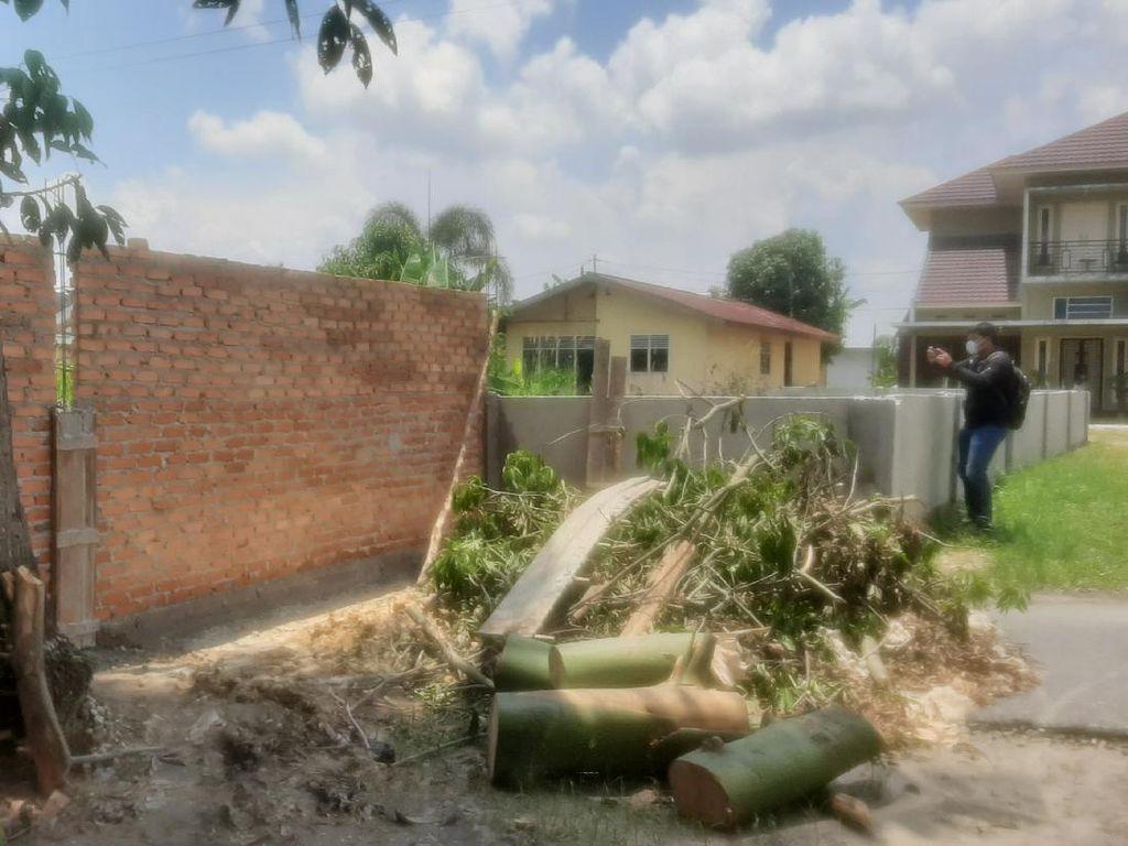 Warga Bangun Tembok di Tengah Jalan Pekanbaru, Kendaraan Tak Bisa Lewat