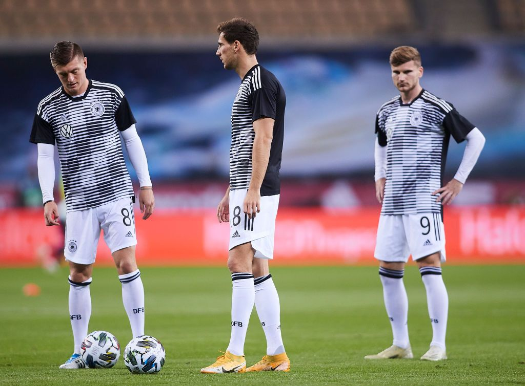 SEVILLE, SPAIN - NOVEMBER 17: Leon Goretzka, Toni Kroos and Timo Werner warm up prior to the UEFA Nations League group stage match between Spain and Germany at Estadio de La Cartuja on November 17, 2020 in Seville, Spain. (Photo by Fran Santiago/Getty Images)