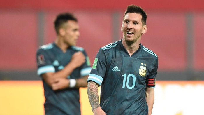 LIMA, PERU - NOVEMBER 17: Lionel Messi of Argentina gestures during a match between Peru and Argentina as part of South American Qualifiers for World Cup FIFA Qatar 2022 at Estadio Nacional de Lima on November 17, 2020 in Lima, Peru. (Photo by Ernesto Benavides - Pool/Getty Images)