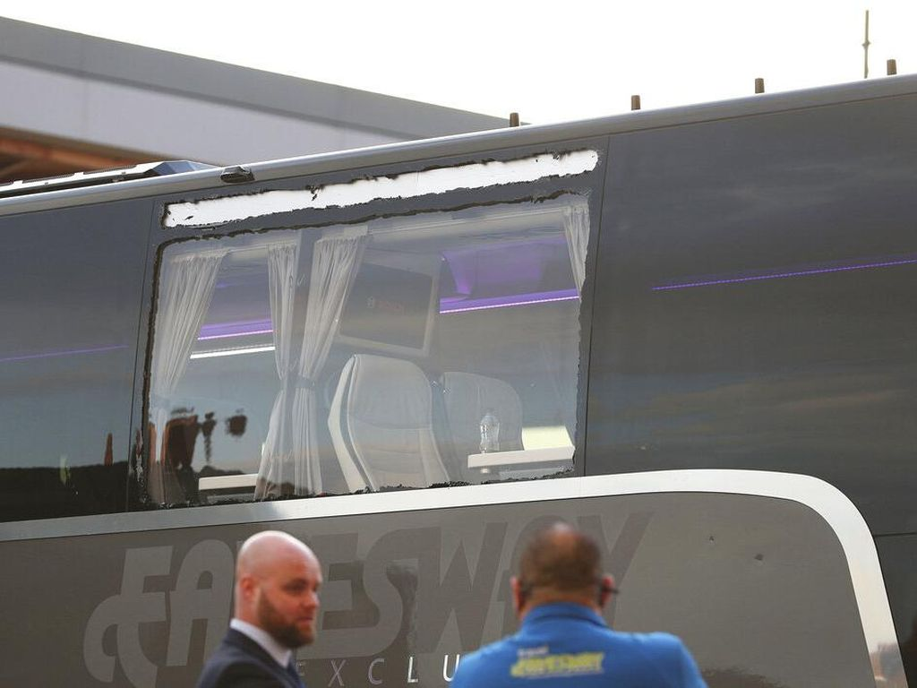 Fan Liverpool Timpuki Bus Real Madrid, Klopp: Saya Malu!