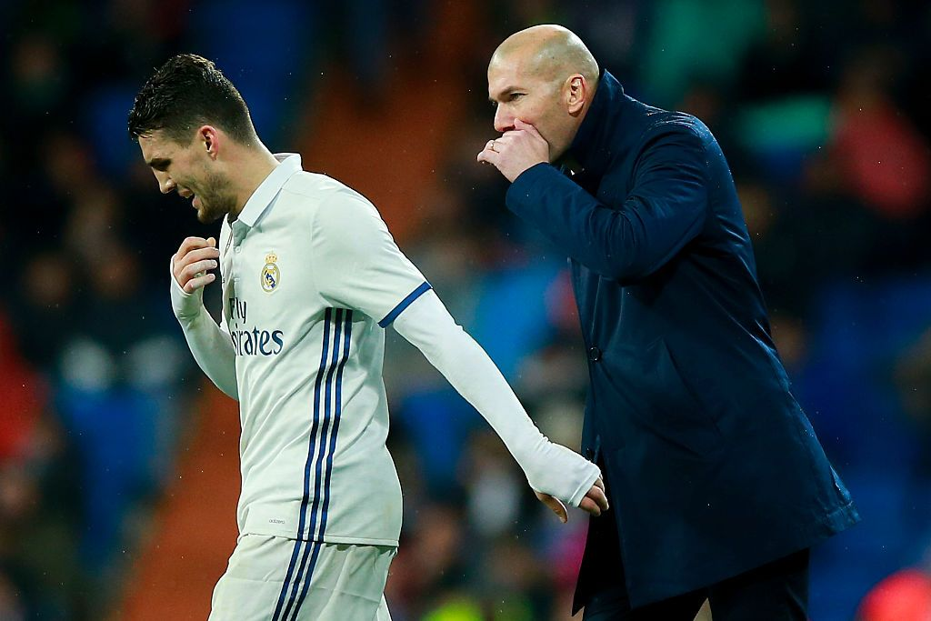MADRID, SPAIN - JANUARY 29:  Head coach Zinedine Zidane (L)  of Real Madrid CF gives instructions to his player Mateo Kovacic (L) during the La Liga match between Real Madrid CF and Real Sociedad de Futbol at Estadio Santiago Bernabeu on January 29, 2017 in Madrid, Spain.  (Photo by Gonzalo Arroyo Moreno/Getty Images)