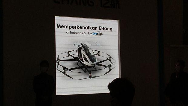 Mobil terbang E-Hang meluncur di IIMS, Kamis (15/4).