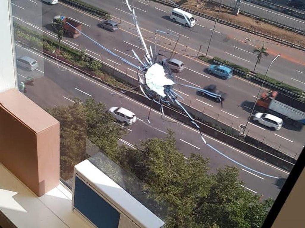 3 Insiden Peluru Nyasar di Jakarta: Lubangi Kaca Gedung-Lukai Bumil