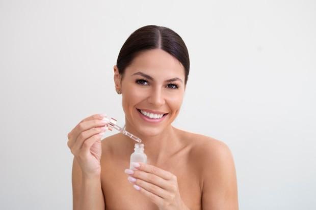 Perbedaan Manfaat dan Penggunaan antara Serum dan Ampoule/freepik.com