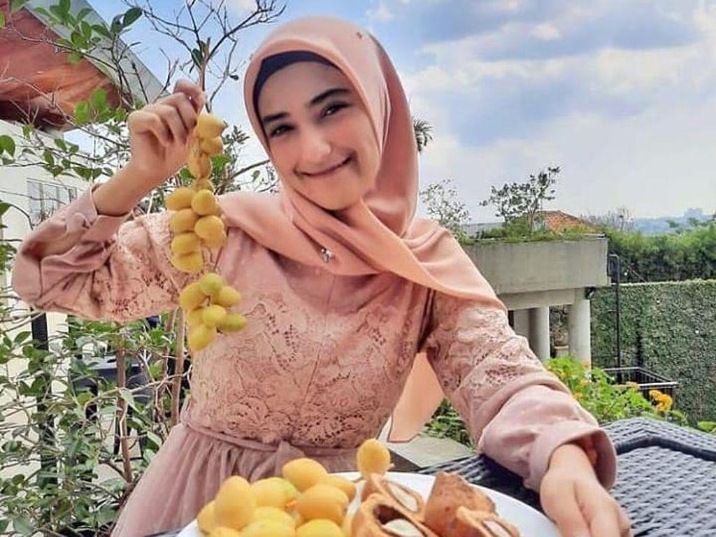 Sebelum Melahirkan, Nadya Mustika Rahayu Rutin Makan Kurma Muda