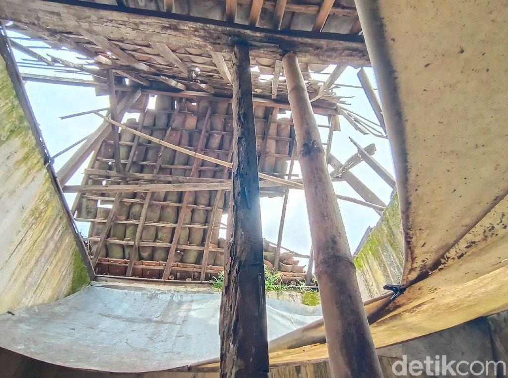 Kisah Sekeluarga di Kudus Tinggal dalam Rumah Reyot dengan Atap Menganga
