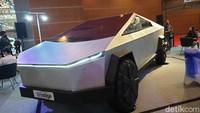 Lihat dari Dekat Tesla Cybertruck, yang Tak Lama Lagi Seliweran di Jalanan Indonesia