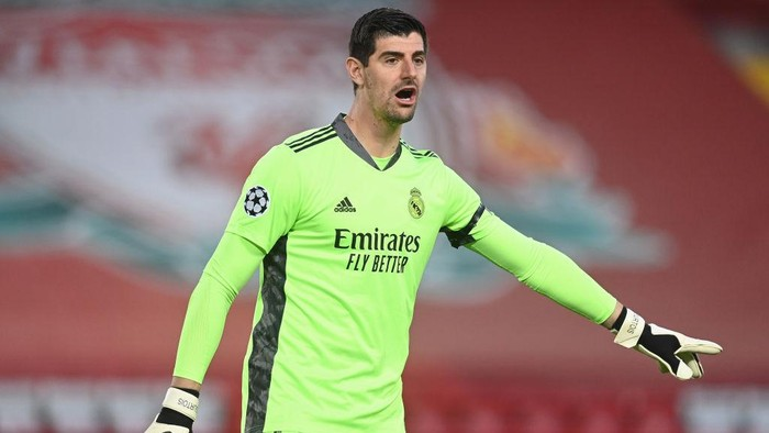 LIVERPOOL, ENGLAND - APRIL 14: Thibaut Courtois of Real Madrid gives instructions during the UEFA Champions League Quarter Final Second Leg match between Liverpool FC and Real Madrid at Anfield on April 14, 2021 in Liverpool, England. Sporting stadiums around the UK remain under strict restrictions due to the Coronavirus Pandemic as Government social distancing laws prohibit fans inside venues resulting in games being played behind closed doors. (Photo by Michael Regan/Getty Images)