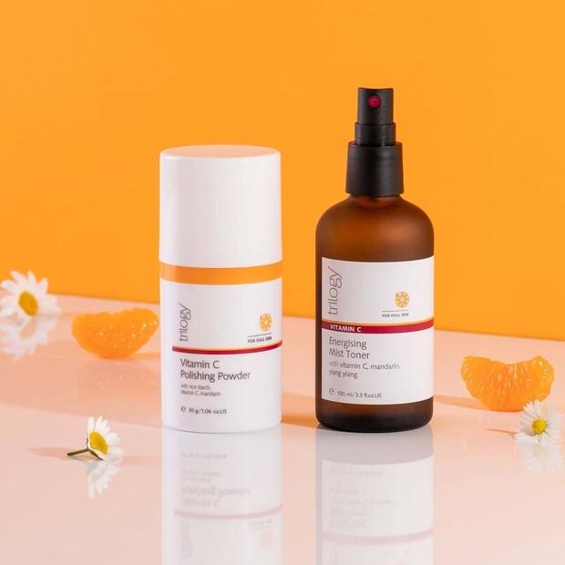 Sebagai antioksidan yang kuat, kandungan ini dapat mengobati bentuk perubahan warna dengan menghambat produksi melanin berlebih dan selanjutnya melindungi kulit dari radikal bebas.