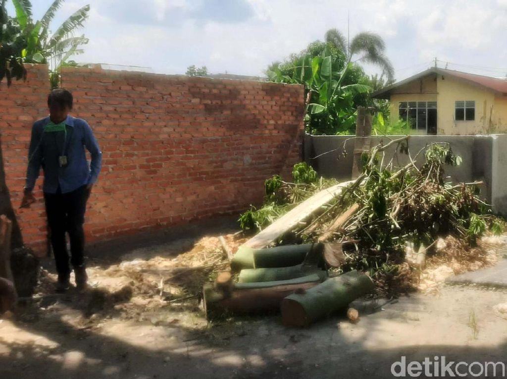 Jalan di Pekanbaru Ditutup Tembok, Warga Kecewa