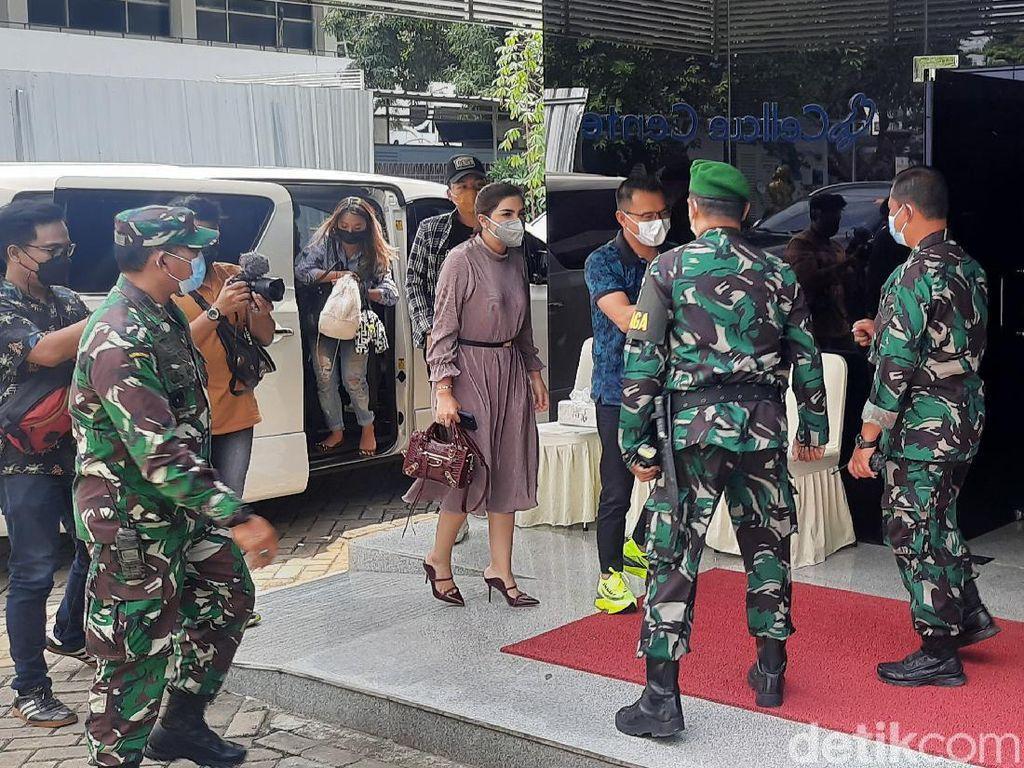 Anang dan Ashanty Ikut Vaksinasi Vaksin Nusantara di RSPAD