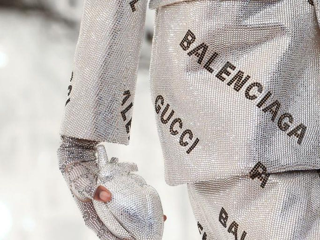 Ketika Gucci Rampok Desain Balenciaga untuk Koleksi Selebrasi 100 Tahun