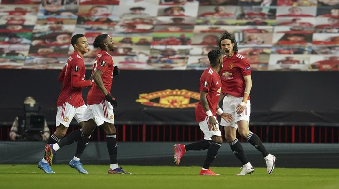 Manchester Uniteds Edinson Cavani celebrates after scoring his sides first goal during the Europa League, quarterfinal, second leg soccer match between Manchester United and Granada at the Old Trafford stadium, in Manchester, Thursday, April 15, 2021. (AP Photo/Dave Thompson)