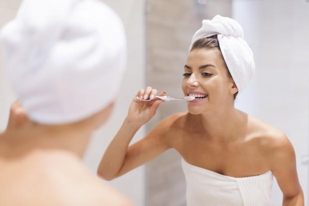 Terakhir, hal yang wajib kamu lakukan adalah menjaga kebersihan gigi dan mulut.