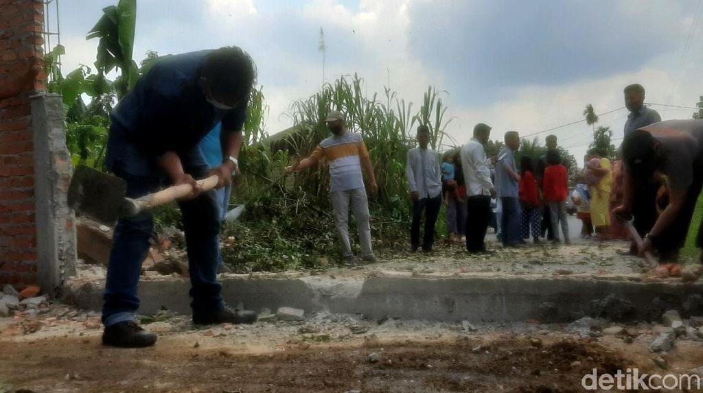 Momen Pagar Tembok yang Tutupi Jalan Pekanbaru Dibongkar
