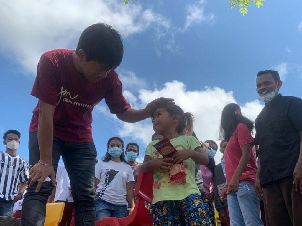 Rian DMASIV Ajak Korban Bencana Alam di NTT Jangan Menyerah