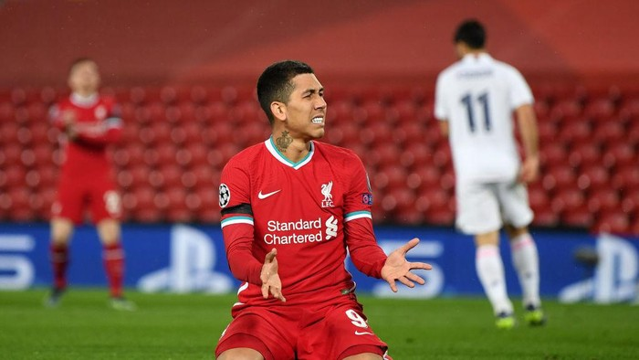 LIVERPOOL, ENGLAND - APRIL 14:  Roberto Firmino of Liverpool looks frustrated during the UEFA Champions League Quarter Final Second Leg match between Liverpool FC and Real Madrid at Anfield on April 14, 2021 in Liverpool, England. Sporting stadiums around the UK remain under strict restrictions due to the Coronavirus Pandemic as Government social distancing laws prohibit fans inside venues resulting in games being played behind closed doors.  (Photo by Shaun Botterill/Getty Images)