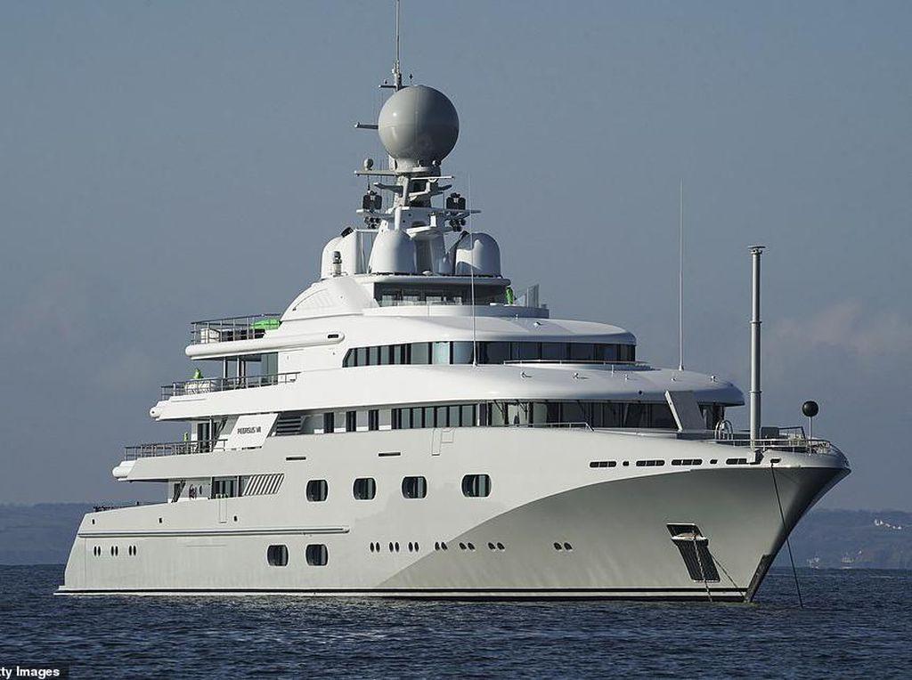 Mewahnya Superyacht Pangeran Arab, Dilengkapi Bioskop sampai Helipad