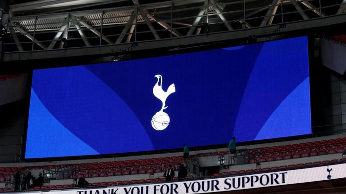 LONDON, ENGLAND - JANUARY 13: The screen showing Tottenham Hotspur badge after the Premier League match between Tottenham Hotspur and Everton at Wembley Stadium on January 13, 2018 in London, England. (Photo by Catherine Ivill/Getty Images)