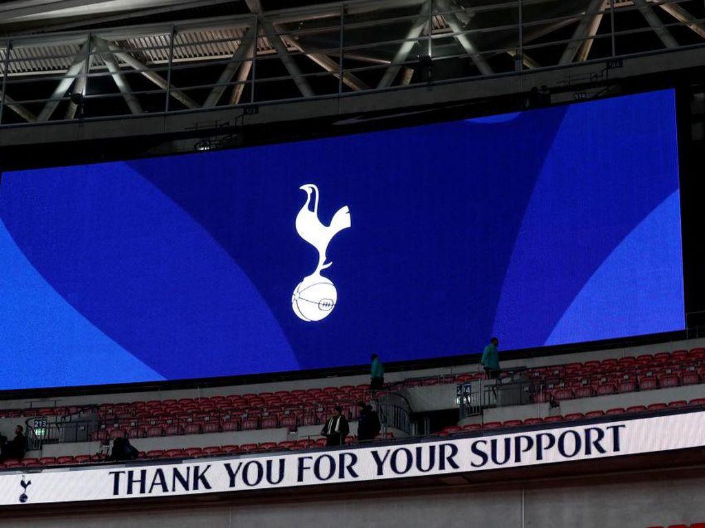 Tottenham Kena Ejek Sponsor Barunya di Hari Pertama Kerja Sama