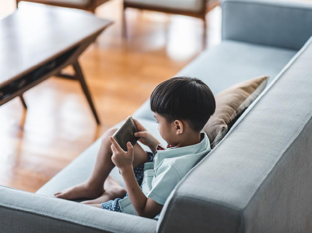 Dear Bunda, Ini 3 Tips Atasi Kecanduan Gadget Anak dari Psikolog Unair