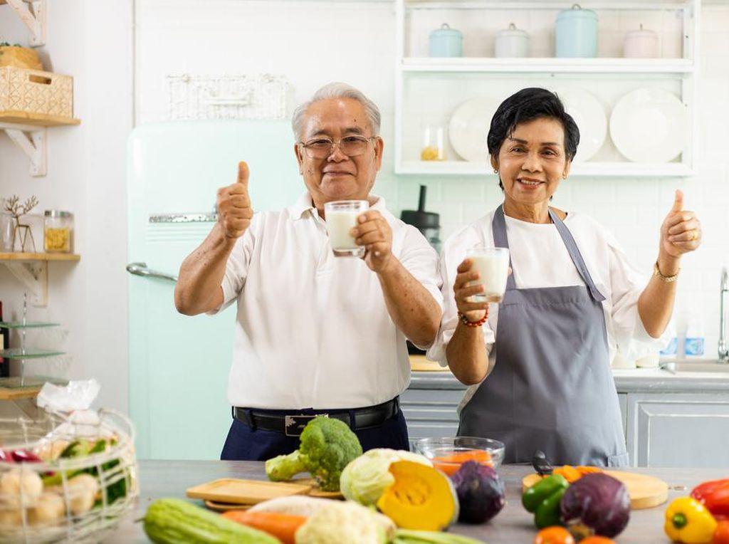 Tips Sehat buat Lansia yang Berpuasa: Jangan Lewatkan Sahur!