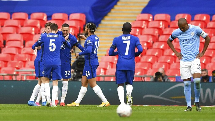 Chelseas Hakim Ziyech, center, celebrates with his teammates after scoring his sides opening goal during the English FA Cup semifinal soccer match between Chelsea and Manchester City at Wembley Stadium in London, England, Saturday, April 17, 2021. (Ben Stansall, Pool via AP)