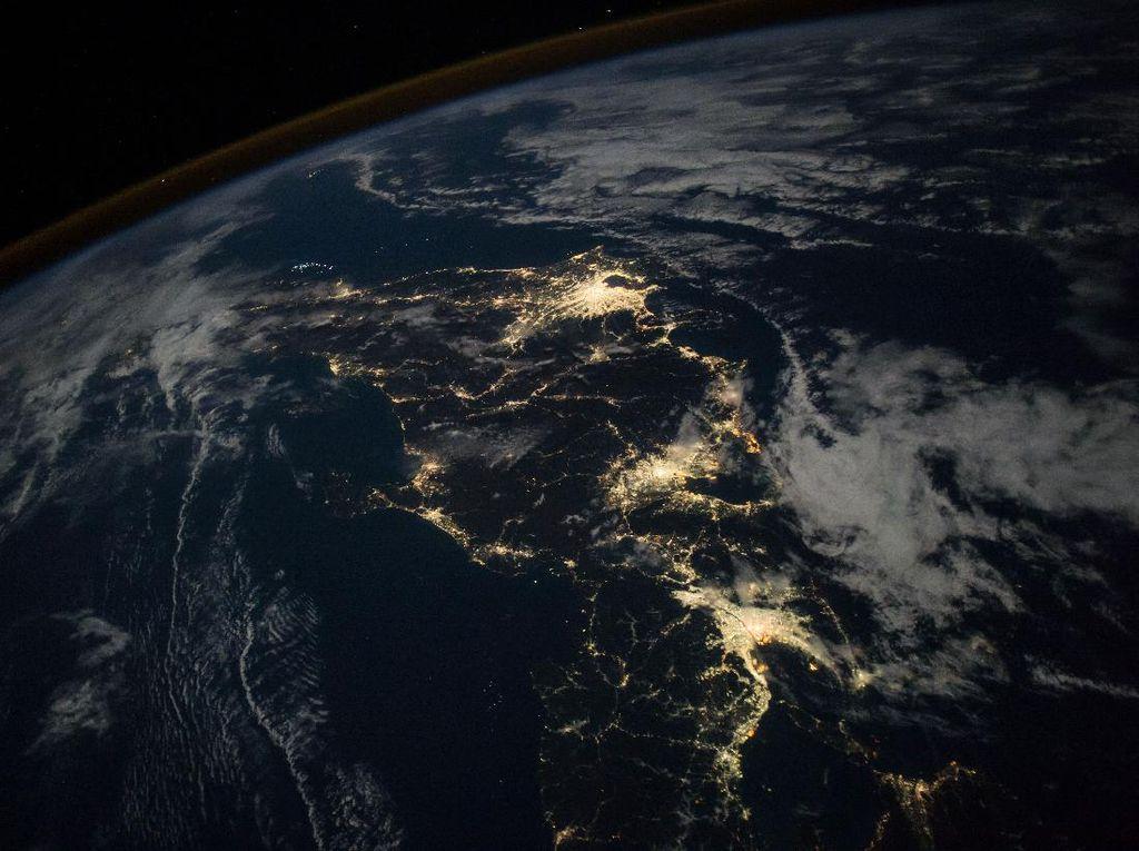 Keindahan Bumi dalam Jepretan Kamera Astronaut di Luar Angkasa