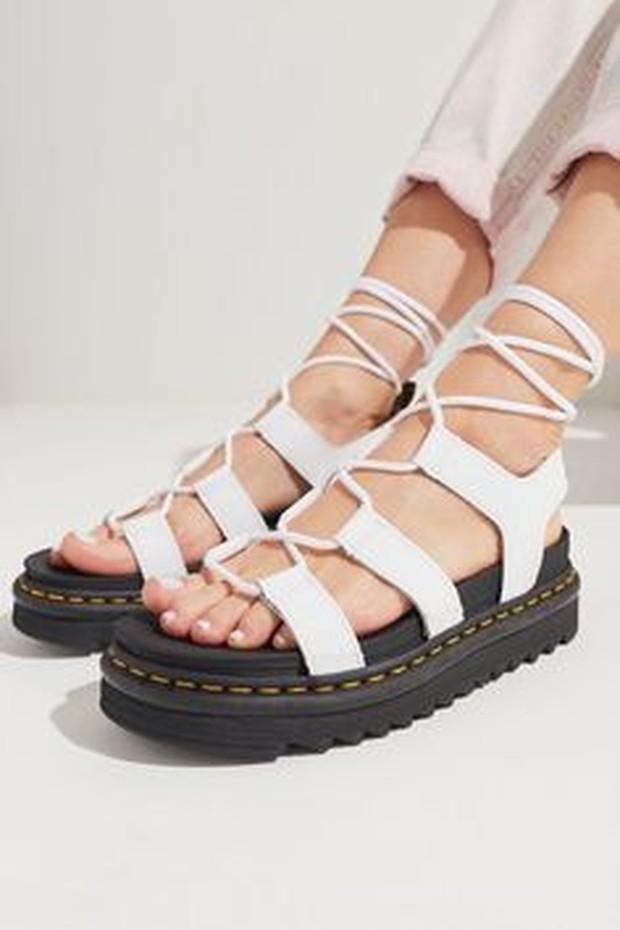 gladiator sandals (sumber : pinterest.com/urbanoutfiters)