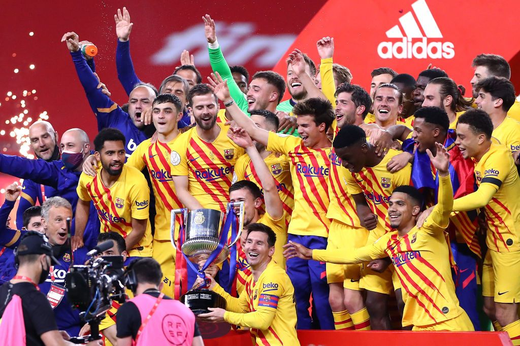 SEVILLE, SPAIN - APRIL 17: Lionel Messi of FC Barcelona lifts the trophy after winning the Copa Del Rey Final match between Athletic Club and Barcelona at Estadio de La Cartuja on April 17, 2021 in Seville, Spain. Sporting stadiums around Spain remain under strict restrictions due to the Coronavirus Pandemic as Government social distancing laws prohibit fans inside venues resulting in games being played behind closed doors. (Photo by Fran Santiago/Getty Images)