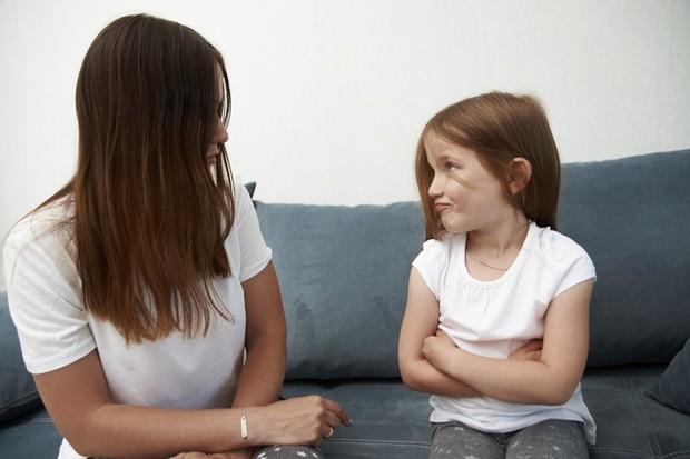 Jika terlalu sering mengingkari janji pada anak, hal ini akan membuat ia sulit merasa percaya pada orang lain.