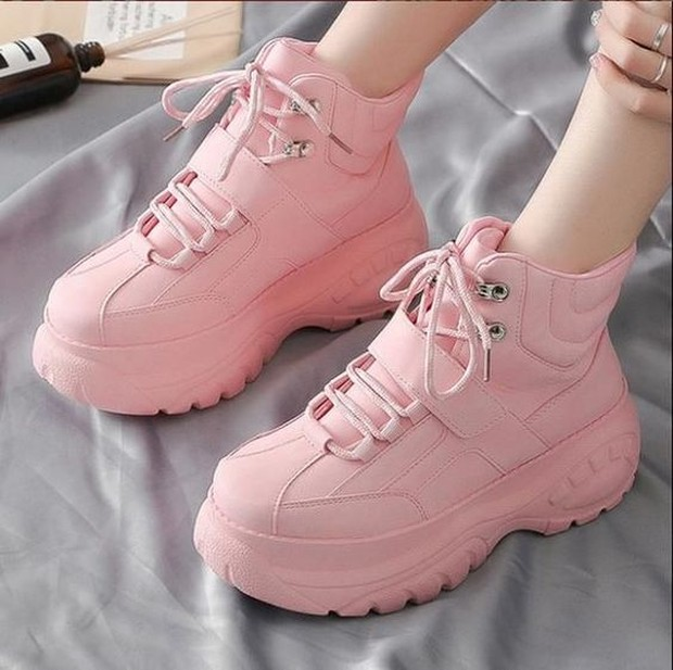 platform shoes (sumber : pinterest.com/platformshoes)
