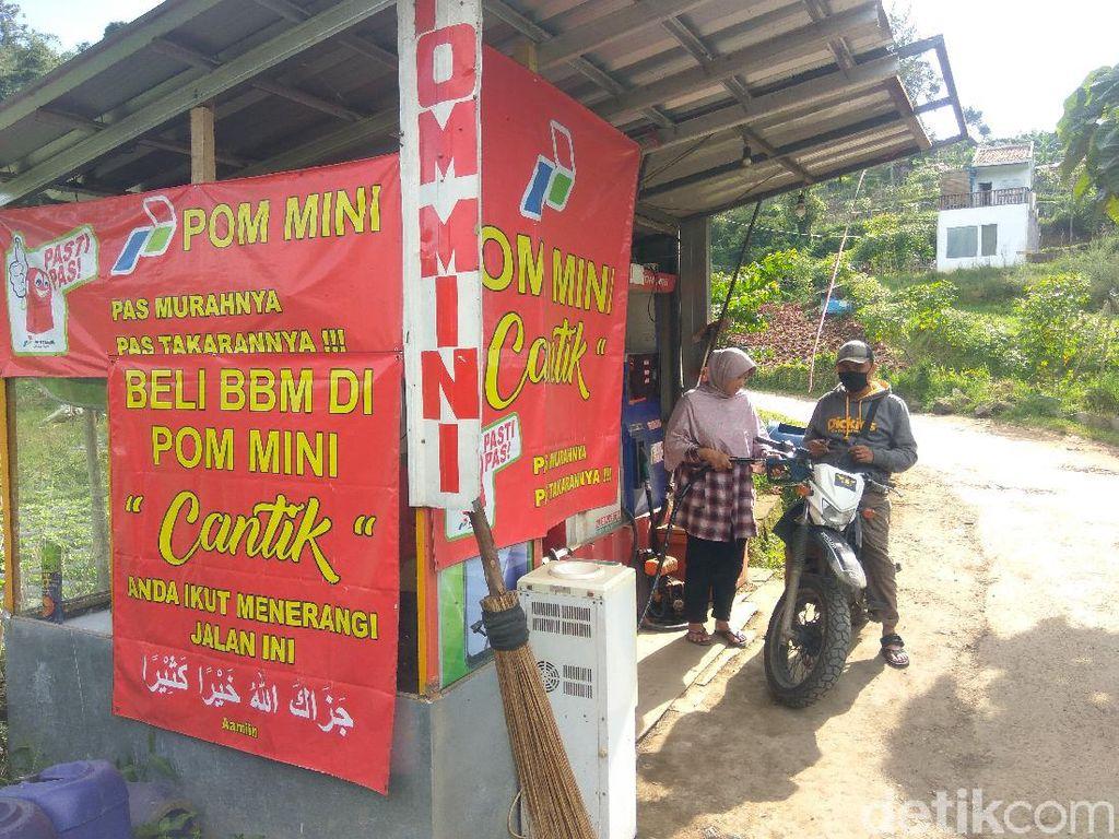 Salut! Pria Lembang Sisihkan Penghasilan Pom Mini untuk Penerangan Jalan